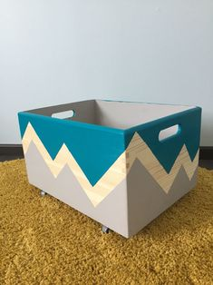 Painted Wooden Boxes, Wooden Diy, Diy Storage Boxes, Woodworking Toys, Diy Interior, Diy Arts And Crafts, Toy Boxes, Baby Decor, Diy Projects To Try