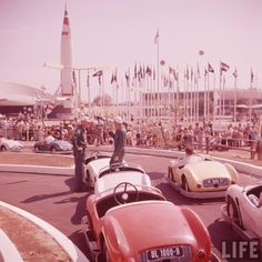 Disneyland opening day 1955 - Autopia with TWA Rocket to the Moon and Flag of Nations in background. From Life Magazine, photos by Allan Grant and Loomis Dean. Color corrected by United Style Disneyland Tomorrowland, Disneyland Trip, Disneyland History, Disneyland California, Disneyland Opening Day, Disneyland Secrets, Disney Magic Kingdom, Disney Parks, Walt Disney World