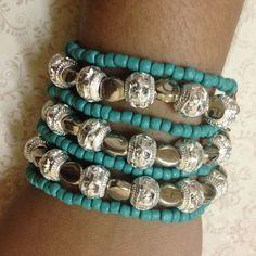 Pulseira oito fios em prata turca envelhecida com pedra azul turquesa
