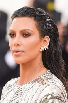 Browse the Vogue edit of the best red carpet beauty from the Met Ball All the celebrity hairstyles and make-up looks from the Met Gala Kim Kardashian Makeup Looks, Kardashian Beauty, Light Brow, Red Carpet Hair, Exotic Women, Beauty News, Celebrity Makeup, Celebrity Hairstyles, Hair Makeup