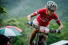 womenscycling: Jolanda Neff riding the Eliminator via World Cup XCE Cairns. Girls Mac, Mountain Biking Women, Bicycle Rims, Performance Bike, Bike Parking, Bike Trails, Cross Country, Powerful Women, World Cup