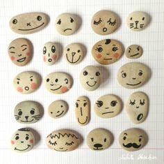 Una buena actividad para crear personajes es ir al parque y recoger piedras que se utilizarán como las caras de los personajes que quieras crear.