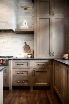 Dark, light, oak, maple, cherry cabinetry and espresso wood kitchen cabinets. CHECK THE IMAGE for Many Wood Kitchen Cabinets. Home Decor Kitchen, Oak Kitchen, Kitchen Plans, Kitchen Cabinet Styles, Rustic Kitchen Cabinets, Home Kitchens, Rustic Kitchen, Black Kitchen Countertops, Kitchen Renovation