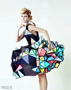 Cubism Cardboard fashion ispired by cubism Photographer: Kelly Jill - Wearable Art Paper Fashion, Origami Fashion, 3d Fashion, Editorial Fashion, High Fashion, Fashion Show, Fashion Design, Editorial Hair, Fashion Details