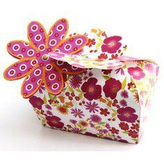 お花のギフトボックス : 【無料ダウンロード】可愛いギフトボックス☆テンプレート - NAVER まとめ Diy Gift Box, Paper Gift Box, Diy Box, Gift Tags, Printable Box, Printable Crafts, Free Printables, Paper Box Template, Box Templates