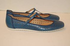 New FRYE Kat T-strap Flat Shoe 9.5M Blue Perforated Leather