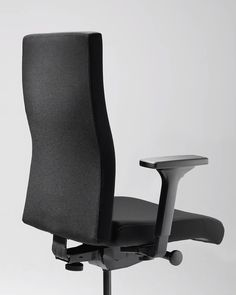Get comfortable with the height adjustable upholstered backrest. Our to-strike comfort pro supports you and your back for a maximum of efficiency. Coworking Space, In The Heights, Easy, Design, Modern Office Spaces, Swivel Chair