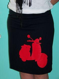 SALE Black Red Vespa Scooter Skirt par RocketBetty sur Etsy, $17,49