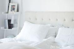 White linen sheets from H&M Home: http://divaaniblogit.fi/charandthecity/2013/12/18/valkoiset_pellavalakanat/