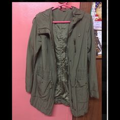 H&M Olive Green Parka Jacket H&M Size 6 in women. Wore only once, size is too big for me. No trades H&M Jackets & Coats