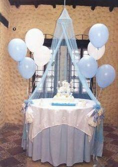 Fiestas De Bautizo Ideas Elegantes   ... de bautizo colgados en él y una fina mesa decorada en color verde
