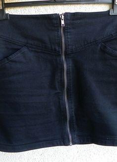 Kup mój przedmiot na #vintedpl http://www.vinted.pl/damska-odziez/spodnice/9663956-czarna-spodnica-z-suwakiem-z-przodu-hm