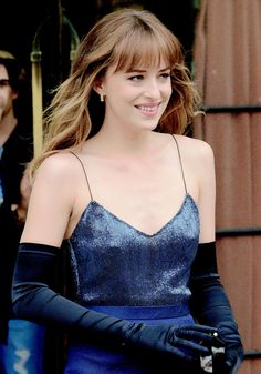 Dakota Johnson looks absolutely stunning here leaving her hotel to attend the Met Gala!! Love the whole outfit. 50 Shades of Christian and Ana