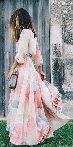 Let this maxi frock brings you into a fascinating spring scenery wherever you go… – Outfit Inspiration & Ideas for All Occasions Simple Dresses, Pretty Dresses, Beautiful Dresses, Beautiful Clothes, Stylish Dresses, Elegant Dresses, Looks Chic, Looks Style, Vestido Maxi Floral