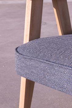 Detail of armchair Chierowski 366 from 60s. Redesigned by LEKKA furniture. Detal fotelu Chierowski 366 z lat 60tych. Tapicerka splot nici granatowej i szarej. Drewno bukowe woskowane. renowacja: LEKKA furniture