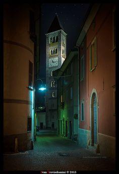 Tirano, Via Visconti Venosta: Il campanile di San Martino. Ivan Previsdomini © 2015 #valtellina #tirano #fotoprevisdomini