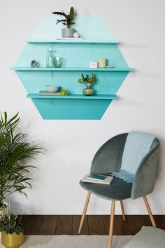 This DIY Ombré Shelving Is the Statement Decor Your Living Room Needs Diy Room Decor, Living Room Decor, Bedroom Decor, Home Decor, Room Decorations, Home Interior Design, Interior Decorating, Interior Designing, Decorating Ideas