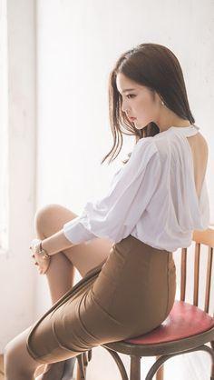 Pretty Asian, Beautiful Asian Women, Japan Fashion, Girl Fashion, Womens Fashion, Dress Fashion, Foto Art, Korean Model, Blouse Styles