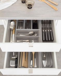 A simple vision - kitchen inspiration and ideas Cheap Kitchen Makeover, Diy Kitchen Storage, Home Decor Kitchen, Kitchen And Bath, Open Kitchen, Luxury Kitchen Design, Contemporary Kitchen Design, Ikea Hacks, Layout Design
