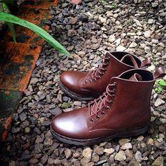 info order: 081220180486, addline: idleather follow @id_leather #customshoes #leather #leatherboots #leathergoods #leathershoes #bandung #olshop #style #fashion #menstyle #menfashion #womenfashion #lifestyle #ootd #instapic #sepatu #sepatu #vsco #vscocam #vscogram #bandung #redwing #drmartens #chukkaboots #loafer #longwing #brogue #oxford #modstyle #boatshoe #dessertboots