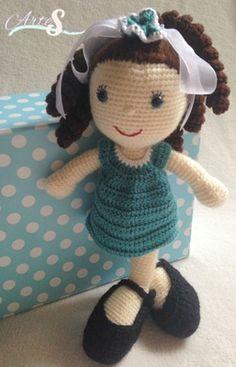 muñeca amigurumi, tejida por artesesa