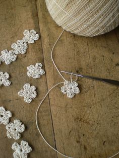 sweet, tiny crochet flowers - So many things you could do with these!