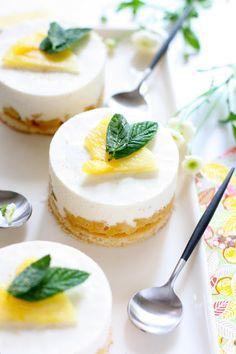 "Lemon Mini Cheesecake ~ The ""Pose"" Gourmande: Tonka Bean Lemon Curd Dessert, Desserts With Biscuits, Mini Desserts, Plated Desserts, Cheesecake Recipes, Dessert Recipes, Lemon Cheesecake, Chocolates, Baileys Cake"