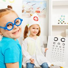 Metode za določanje vidne ostrine so različite in so odvisne od starosti. Pri dojenčkih se uporabljajo posebne kartice z vzorcem, s pomočjo katerih se ugotovi, katera veličina vzorcev vzbuja dojenčkovo pozornost ter se rezultat primerja s tabelami, predpisanimi za to starost.