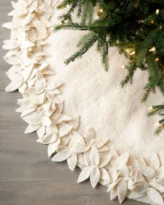 Christmas - DIY poinsettia tree skirt - Neiman Marcus knock off - made with fleece (super soft compared to felt) Noel Christmas, Christmas Projects, Winter Christmas, All Things Christmas, Holiday Crafts, Holiday Fun, Holiday Decorations, Christmas Tree Skirts, Natural Christmas