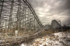 Some of the Creepiest Abandoned Amusement Parks in North America - Eagle Park Abandoned Ohio, Abandoned Theme Parks, Abandoned Amusement Parks, Abandoned Buildings, Abandoned Places, Abandoned Castles, Abandoned Mansions, Middletown Ohio, Abandoned Train Station