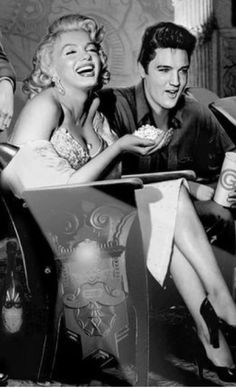 Marilyn Monroe with Elvis Presley Vintage Hollywood, Hollywood Glamour, Hollywood Stars, Classic Hollywood, Arte Marilyn Monroe, Marilyn Monroe Quotes, Actrices Hollywood, Portraits, Female Actresses