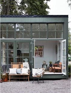 model home decor Tiny House Cabin, Tiny House Design, Casas Containers, Turbulence Deco, Scandinavian Home, Decorating Small Spaces, Future House, Home Remodeling, Outdoor Living