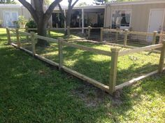 good cheap fence options for a farm to keep dogs in Goat Fence, Farm Fence, Backyard Fences, Garden Fencing, Dog Pen Outdoor, Outdoor Dog Area, Outdoor Spaces, Backyard Dog Area, Backyard House