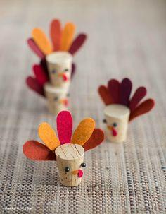 10 DIY Thanksgiving Turkey Crafts to Make - Little Vintage Cottage Thanksgiving Crafts For Kids, Thanksgiving Outfit, Fall Crafts, Holiday Crafts, Crafts To Make, Thanksgiving Turkey, Diy Turkey Crafts, Homemade Crafts, Wine Craft