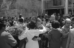 Apollo 11 astronaut Neil Armstrong, gets an embrace by unidentified woman who also presented him a bouquet of flowers in Mexico City. Apollo 11 Mission, Apollo Missions, Apollo Space Program, Space Hero, Neil Armstrong, Nasa Astronauts, Vintage Space, Man On The Moon, Space Travel
