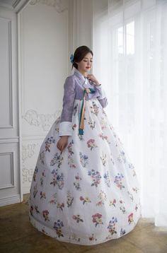Korean Traditional Clothes- HANBOK Korean Hanbok, Korean Dress, Korean Outfits, Korean Clothes, Korean Traditional Dress, Traditional Fashion, Traditional Dresses, Korean Fashion Trends, Korea Fashion