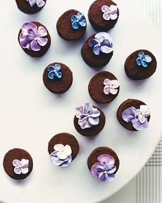 These truffles, made from a rich chocolate ganache dusted in cocoa powder and adorned with miniature blooms, are perfect served after dinner or on a dessert buffet. After all, why not let them eat cake and rich confections, too? Chocolate Truffles, Chocolate Ganache, Chocolate Favors, Flourless Chocolate, Chocolate Cakes, Cakepops, Cake Cookies, Cupcake Cakes, Fudge
