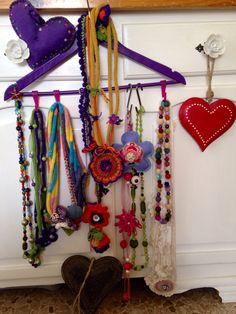 Appendino viola espositore delle creazioni http://passionearte.blogspot.com/