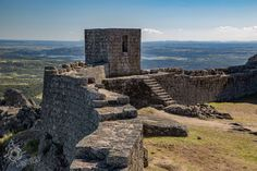 Monsanto castle walls