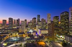 Houston Skyline at dusk. Houston is de fourth largest city in de USA._ Texas, USA