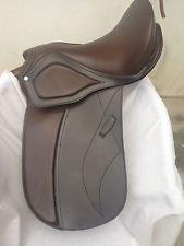 -newall-prupose-a-horse-dressage-saddle-treeless-brown-size-17