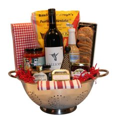 Pasta Colander - Deluxe Brighten Their Day - Okanagan Gift Baskets Diy Xmas Gifts, Christmas Gift Baskets, Homemade Christmas Gifts, Get Well Baskets, Creative Gift Baskets, Housewarming Gift Baskets, Gift Boxes For Women, Holiday Store, Raffle Baskets