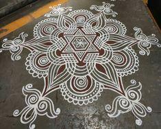 Rangoli Designs Flower, Colorful Rangoli Designs, Rangoli Designs Diwali, Beautiful Rangoli Designs, Simple Rangoli Kolam, Indian Rangoli, Rangoli With Dots, Free Hand Rangoli Design, Small Rangoli Design
