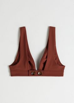 V-cut bikini top with wide straps and tortoise button back closures. V-cut length: / (size Pretty Bras, Pretty Lingerie, Sewing Clothes, Diy Clothes, Fashion Pants, Fashion Outfits, Estilo Kylie Jenner, Simple Shirts, Pattern Cutting
