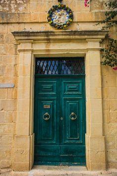 25x Windows and Doors on Malta: Valetta & Mdina House Doors, House Entrance, Gate Design, Door Design, Ecole Design, When One Door Closes, Cool Doors, Vintage Doors, Door Knockers