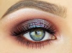 Jaclyn Hill MUG Creme Brule & Peach smoothie, Cocoa Bear & Bitten. Makeup Geek Insomnia pigment. MAC Sketch eyeshadow. MAC reflects teal glitter.