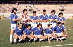 1989 Argentina line-up, standing from left: Sergio Batista, Nery Pumpido, Nestor Clausen, José Luis Brown, Oscar Ruggeri, Diego Maradona. Kneeling: Gabriel Calderon, José Basualdo, Pedro Troglio, Sensini, Jorge Burruchaga