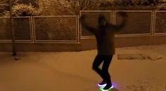 Художнє малювання ногами по снігу)))