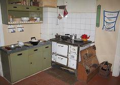 Amurin työläismuseokortteli, 40-luku. Kitchen Cart, Kitchen Dining, Kitchen Island, Dining Room, Kitchen Ideas, 50s Style Kitchens, Kitchen Styling, Room Decor, Nostalgia