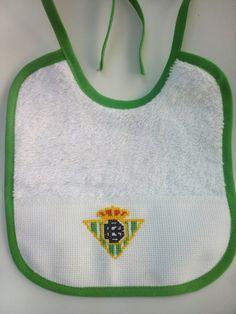 Babero bordado punto de cruz Real Betis Embroidery Stitches